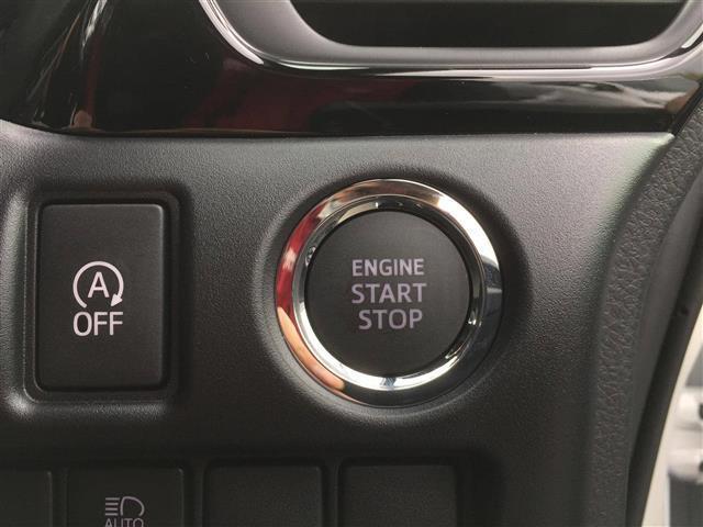 【 スマートキー&プッシュスタート 】スマートキーをポケットやバッグに携帯していれば、キーを取り出すことなくドアハンドルを軽く握るだけでドアを解錠、ドアハンドルのセンサーに触れるだけでドアを施錠します