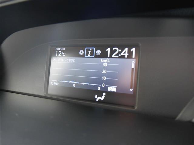 【マルチインフォメーションディスプレイ】走行中の視線移動を少なくし、同乗者との情報共有も可能にするためにインパネ中央にマルチインフォメーションディスプレイを配置