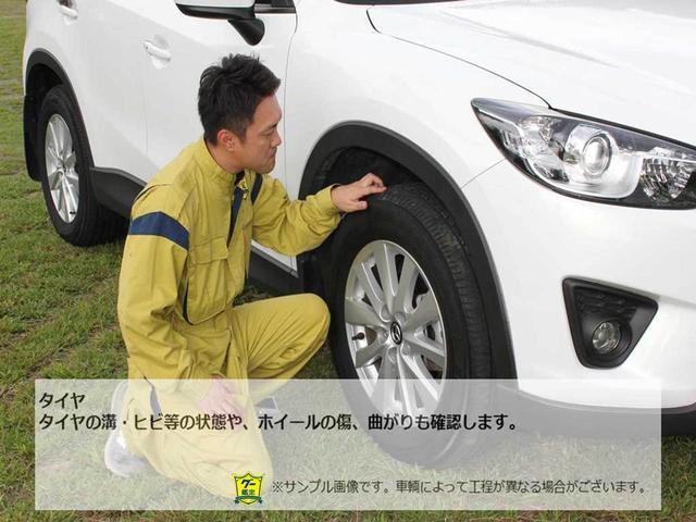 【タイヤ】タイヤの溝・ヒビ等の状態や、ホイールの傷、曲がりも確認します。