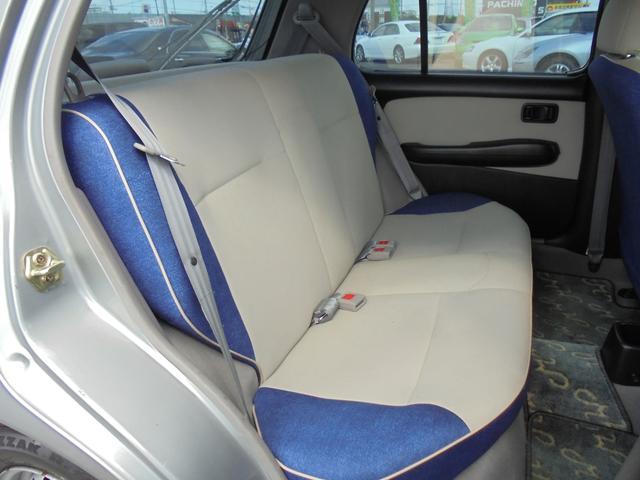 コンパクトボディですが意外と快適な後部座席!