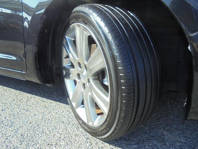 純正18インチアルミホイール!タイヤサイズは225/45R18です。