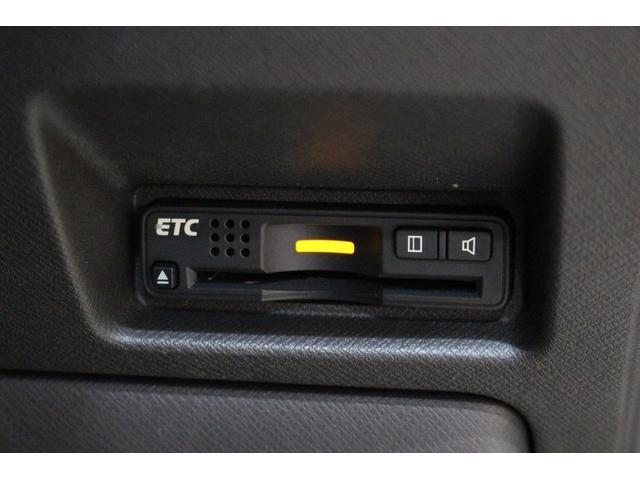 高速道路走行時に有ると便利なETC付いてます。
