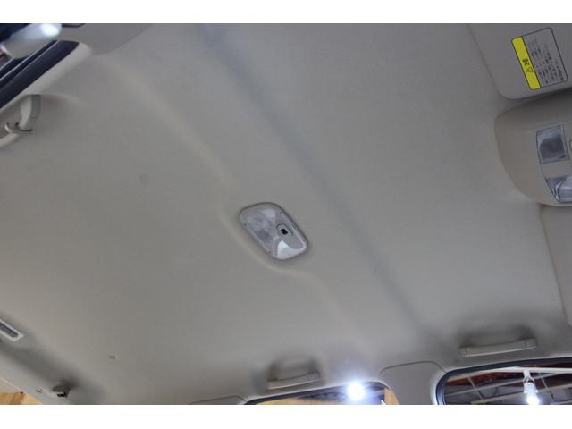 天井はキズや汚れなどなく綺麗な状態です。