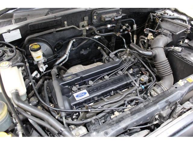 綺麗なエンジンルームです。ご納車前には工場で点検してお渡し致します。