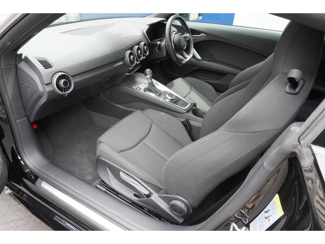 運転席・助手席共に使用感もほとんどなく、とても綺麗な状態です。シート表皮の擦れも見受けられません。★詳細は03-6666-2544まで、お気軽にお問合せください★