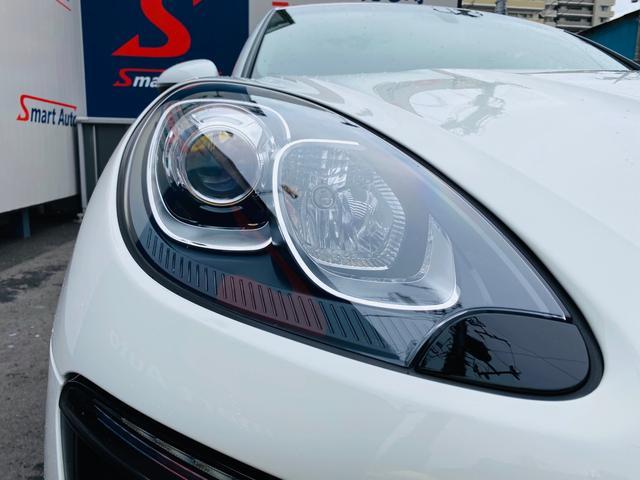 ヘッドライトは保管状況のバロメーター!劣化でくもりがちなヘッドライトレンズも透明感のある綺麗な状態が保たれております。