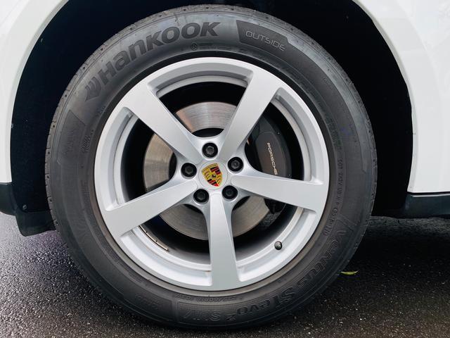 純正18インチアルミホイール。タイヤは車検時に新品交換(当社指定銘柄)サービス致します。輸入車・国産車問わず下取り・買取査定も承りますので、まずは03-6666-2544までお気軽にご相談下さい。