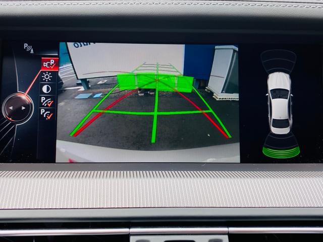 パーキングサポート機能としてフロントバンパー左右とドアミラー左右、バックカメラやセンサーによって縦列駐車や車庫入れ時に障害物を検知し警告で知らせてくれますので車庫入れも安心です。