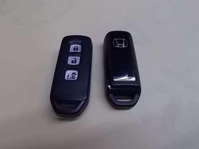 キーを出さずに、ドアをラクラク開閉できます!ポケットなどに携帯するだけで、ドアやテールゲートを施錠・解錠できます。雨の日や荷物の多い日にも便利です!