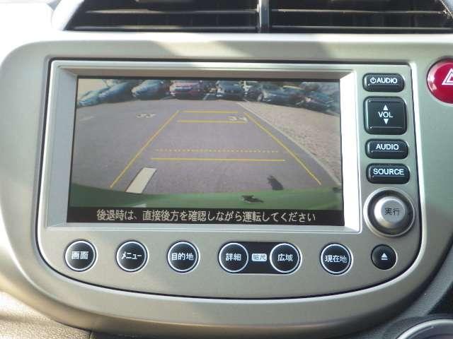 【リアカメラ】バックカメラ付きでバック走行時や駐車時などで大変役立ちます!真後ろの障害物も発見できます。(角度により見えにくい部分が発生致しますのでかならず目視での御確認をして下さい)