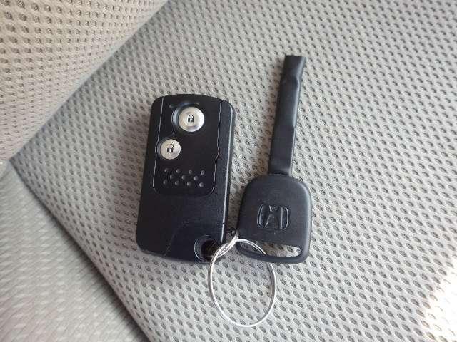 【ホンダスマートキーシステム】キーを出さずに、ドアをラクラク開閉できます!ポケットなどに携帯するだけで、ドアやテールゲートを施錠・解錠できます。雨の日や荷物の多い日にも便利です!