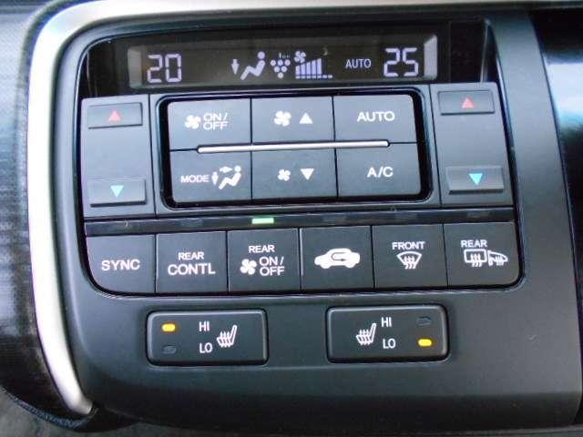 【シートヒーター】運転席と助手席のシートヒーターは冬のドライブを快適に致します。また、HiとLoの2段階に設定が可能ですのでお好みに調節下さい。