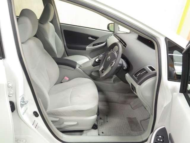 運転席はハイトアジャスター機構付でピッタリのポジションを決めることが出来ます!