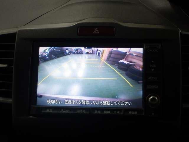 【リアカメラ】リアガラスよりも下にある物も映るのでバックや車庫入れなどで大助かり!(カメラの死角がございますのでカメラ画像だけをご利用なさらず目視確認と併せてご使用ください。)