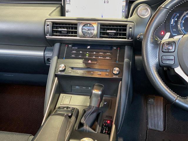 IS200t Fスポーツ ユーザー買取車/黒ハーフレザーシート/サンルーフ/三眼フルLEDヘッドライト/純正メモリーナビ/フルセグ/Bカメラ/BT対応/ETC2.0/衝突被害軽減システム/シートヒーター/車検整備付き(44枚目)