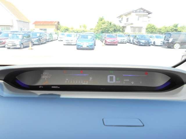 運転者の目線の位置に液晶つきのメーターがあり視認性がとても良いです。