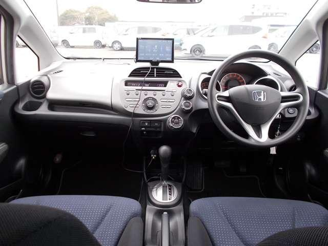 13G Honda認定中古車 ポータブルナビ ワンセグTV CDチューナー キーレスエントリー ドライブレコーダー セキュリティアラーム ワンオーナー車(7枚目)