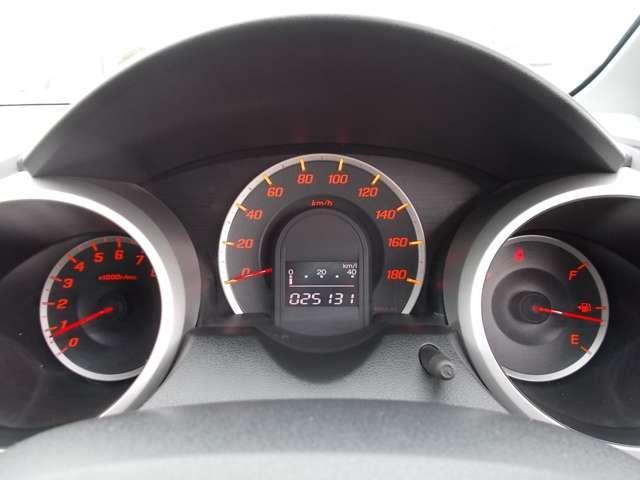 13G Honda認定中古車 ポータブルナビ ワンセグTV CDチューナー キーレスエントリー ドライブレコーダー セキュリティアラーム ワンオーナー車(8枚目)