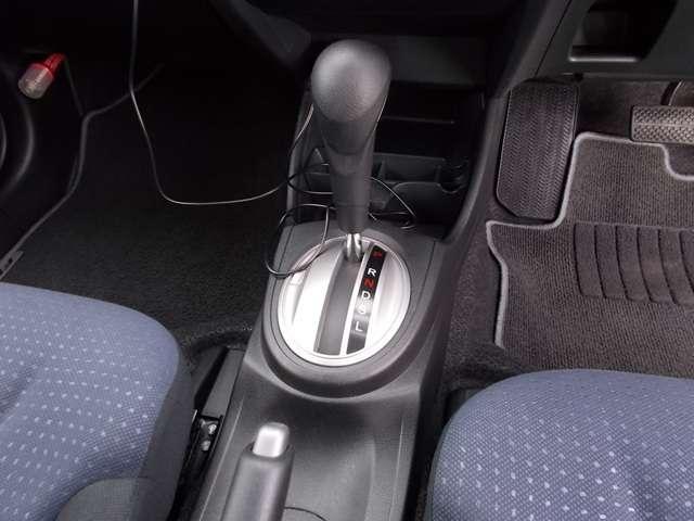 13G Honda認定中古車 ポータブルナビ ワンセグTV CDチューナー キーレスエントリー ドライブレコーダー セキュリティアラーム ワンオーナー車(9枚目)