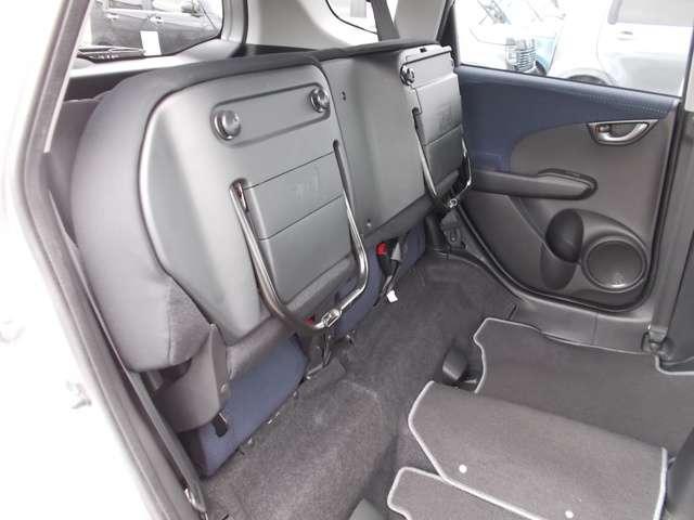 13G Honda認定中古車 ポータブルナビ ワンセグTV CDチューナー キーレスエントリー ドライブレコーダー セキュリティアラーム ワンオーナー車(12枚目)