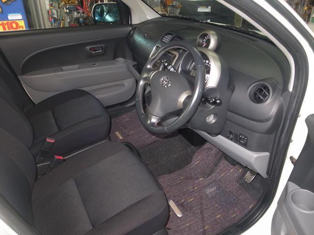 きれいな運転席周りで見やすい前席☆室内クリーニング済みですので衛生的な室内で快適です。お問い合わせお待ちしております☆ニューアタック三芳☆ TEL0066-9706-8385