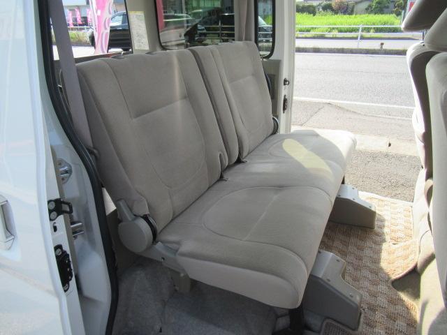車椅子を使用しないときは後席シート使えます。