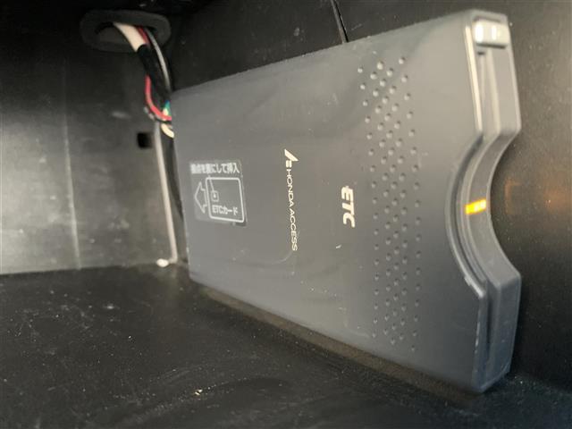 17X ホンダHDDナビ/DVD/ステリモ/ETC/Bカメラ/ハンズフリー機能/前席3人シート/社外15AW/純正Fマット/ベンチシート/ピラートリムスピーカー/リモコンキー(3枚目)