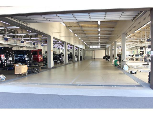 【拠点工場の設備】拠点のガリバー関東商品化センターは、車検・整備はもちろん板金・クリーニング設備までを網羅。万全の設備でスポーツカー選びをサポート致します。