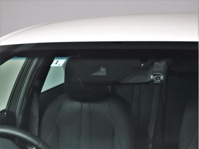 RS 衝突被害軽減システム 18インチアルミホイール フルセグ バックカメラ ドラレコ LEDヘッドライト 電動シート スマートキー 盗難防止装置 ETC 横滑り防止機能 オートクルーズコントロール 記録簿(7枚目)