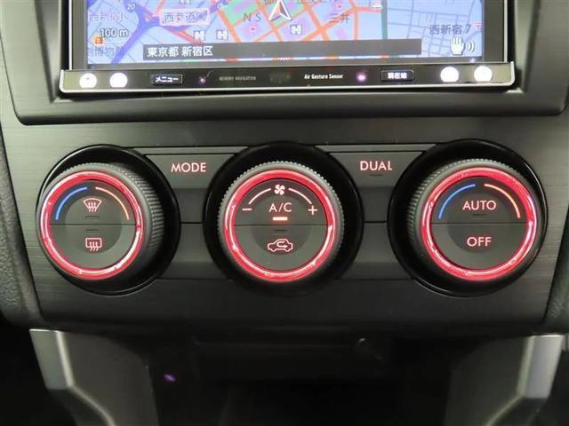 センターパネルに配置されたエアコンスイッチ。 運転席からでも助手席からでも操作しやすいです。
