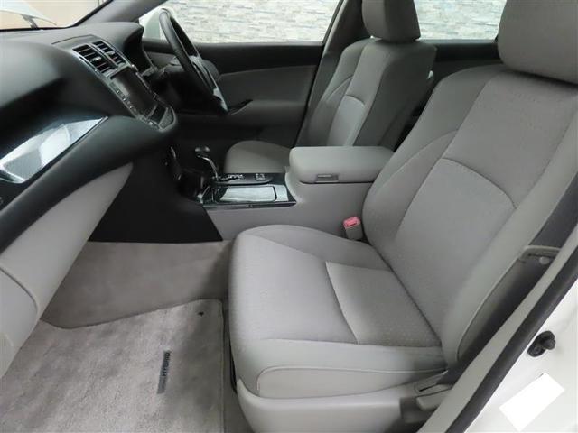 ゆったりとした座り心地ながら体をしっかり支えるので長距離ドライブでも疲れにくいフロントシート