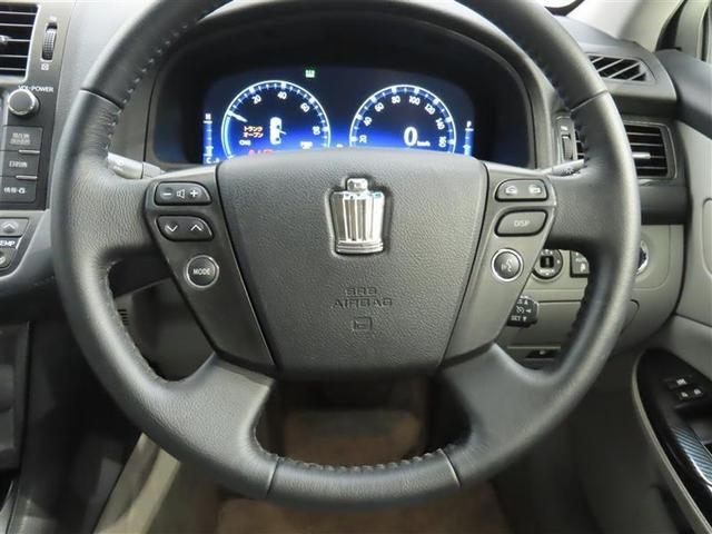 ハンドルを握ったままオーディオ操作が可能なステアリングスイッチ装着車です。