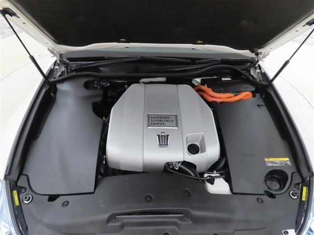 ぎっしり詰まったエンジンルーム。しっかりクリーニングを施してご納車します。