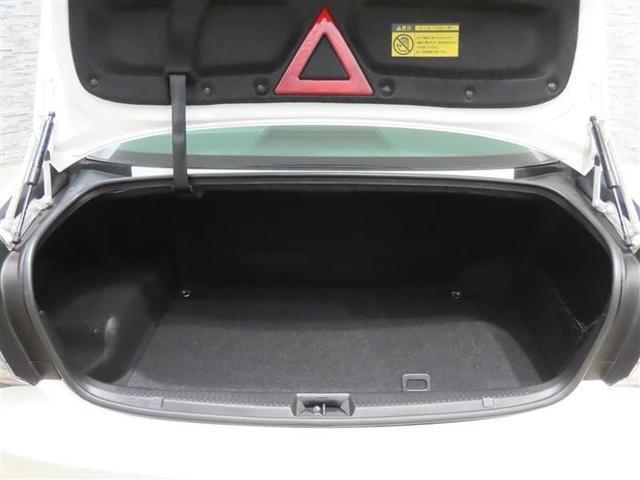 ダンパーが積荷の邪魔にならない開口部が広く積み下ろしが楽なトランクルームです。