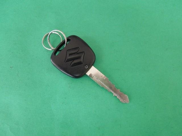 リモコンでドアの施錠/開錠が出来るワイヤレスキー、荷物を持って両手が塞がっている時に重宝します。