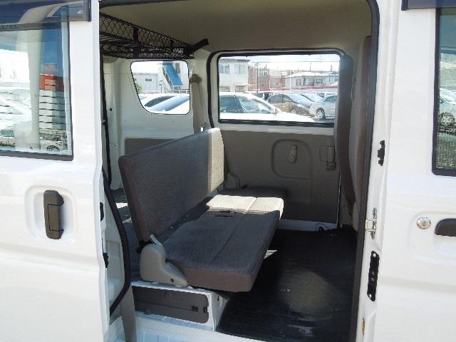 リヤシートは一体可倒式で、簡単に折り畳めます。ライフスタイルに合わせた使い方をしてみませんか?