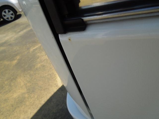 右リヤサイドパネルの一部に小さな錆が発生、現車のご確認をお願い致します。