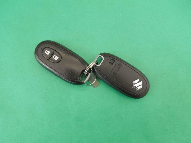 スマートキーはイモビライザー機能付きなので、セキュリティ面でも信頼性の高いアイテムです。