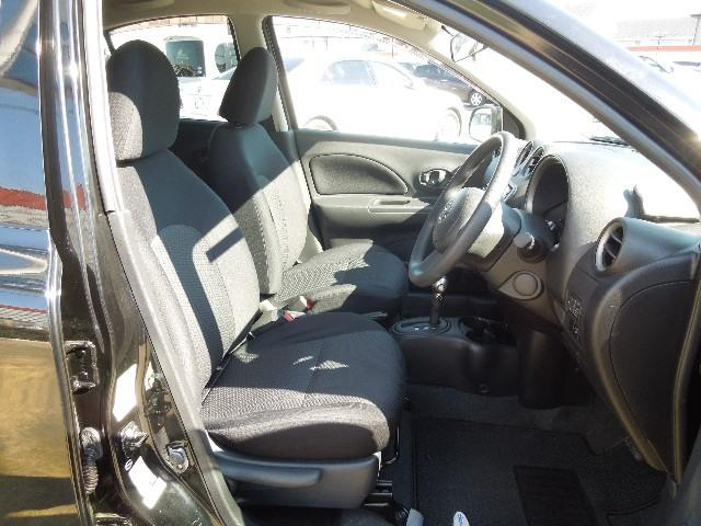 フロントシートは柔らかく体をサポートしてくれるシートです。