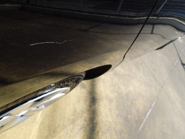 右リヤサイドパネルの一部に擦りキズがありますので、現車のご確認をお願い致します。