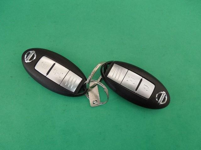 インテリジェントキーで、ドアやラゲージの施錠/開錠が出来ます。両手で重い荷物を持ったときなどに便利ですよ!