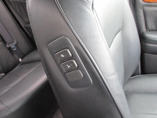 運転席はもちろん助手席もパワーシートです。