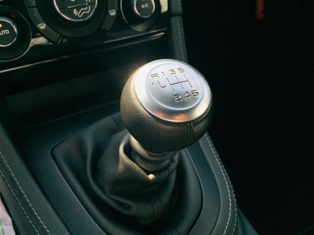 【5速マニュアルシフトノブ】シフトも操作しやすく快適なドライブを楽しんでいただけます♪