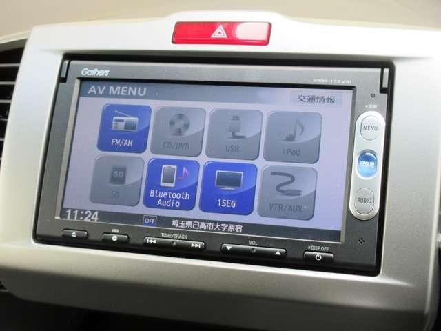 ナビゲーションはギャザースメモリーナビ(VXM-155VSi)が装着されております。AM、FM、CD、DVD再生、ワンセグTVがご使用いただけます。土地勘の無い所でも道に迷わず安心ですね!