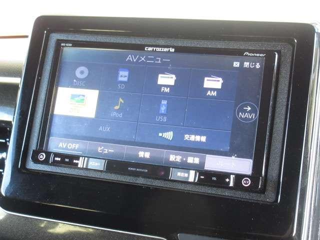 ナビゲーションはパイオニア製メモリーナビ(AVIC-RZ301)を装着しております。AM、FM、CD、DVD再生、ワンセグTVがご使用いただけます。初めて訪れた場所でも道に迷わず安心ですね!