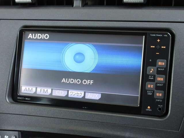 ナビゲーションはトヨタ純正メモリーナビ(NSCT-W61)が装着されております。AM、FM、CD、ワンセグTVがご使用いただけます。初めて訪れた場所でも道に迷わず安心ですね!