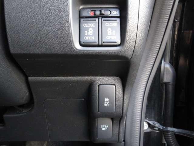 VSA(車両挙動安定化制御システム)とは、従来の車輪のロックを防ぐABS、車輪の空転を抑制するTCSに加え、クルマの横滑り、曲がるを制御し、走る・曲がる・止まるの全領域で安定性を確保するためのシステム