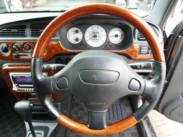 ジーノといえばウッドではないでしょうか?やっぱり人気のウッドハンドルに木目の内装!ジーノといえばウッドの内装ではないでしょうか?人気のウッドハンドルに木目の内装!軽自動車とは思えない豪華な質感です!