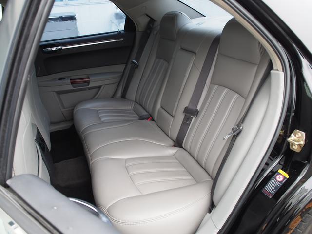 クライスラー クライスラー 300C 5.7HEMI 本革 サンルーフ HDDナビ 22AW 保証