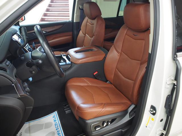 シートは、深いシェイプを持ちロングドライブでも快適であるように設計